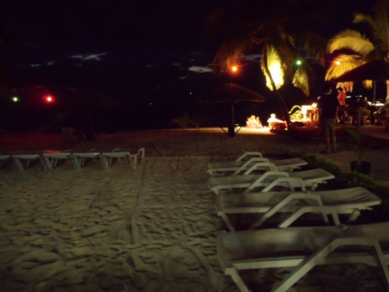Smugglers Cove Beach Resort & Hotel: Outdoors