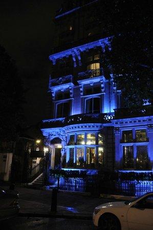 Grand Royale London Hyde Park: visione notturna dell'ingresso dell'albergo