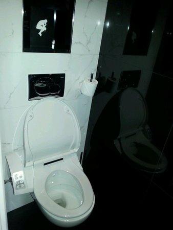 Maison Albar Hotel Paris Champs-Elysees: WC. Separado del baño