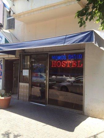 Momo's Hostel: Ingang!