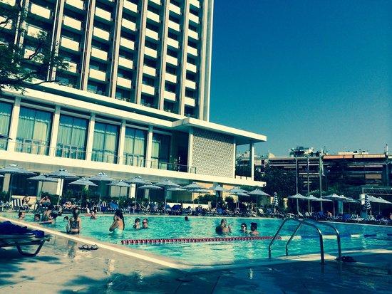 Hilton Athens: Piscina