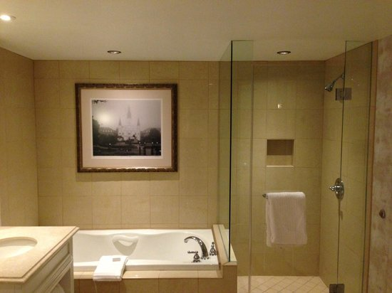 bathroom shower/ bathtub - picture of harrah's new orleans, new
