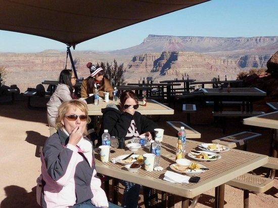 Grand Canyon Tours: Enjoying lunch