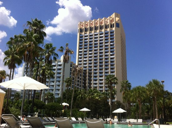 Hilton Orlando Buena Vista Palace Disney Springs : View from the pool