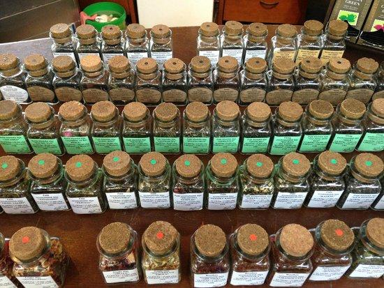 Apsara Tea House : баночки с чаем