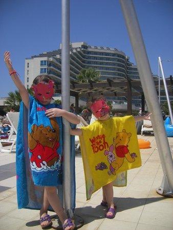 Venosa Beach Resort & Spa: havuzdan otelin görünümü