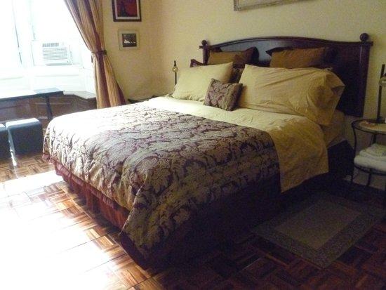 Gingerbread Manor Bed & Breakfast