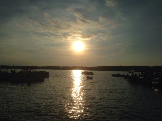 Mars Resort Restaurant & Bar : Sun setting over Como Lake Mar's Resort
