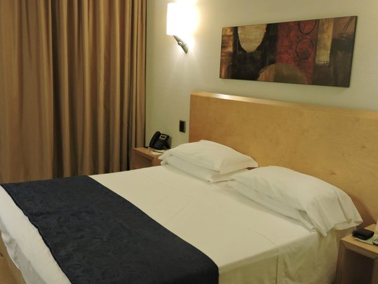 Panoramic Hotel : generosamente ampia habitación