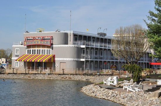 Fulton Steamboat Inn : Hotel exterior.