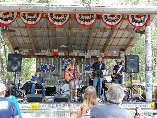 Luckenbach Texas: Live country music