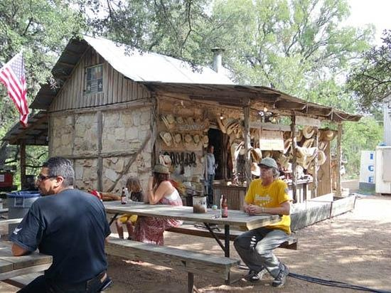 Luckenbach Texas: Hat shop at the back ground