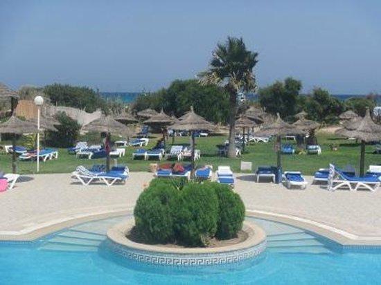 El Borj Hotel : ombrelloni in piscina