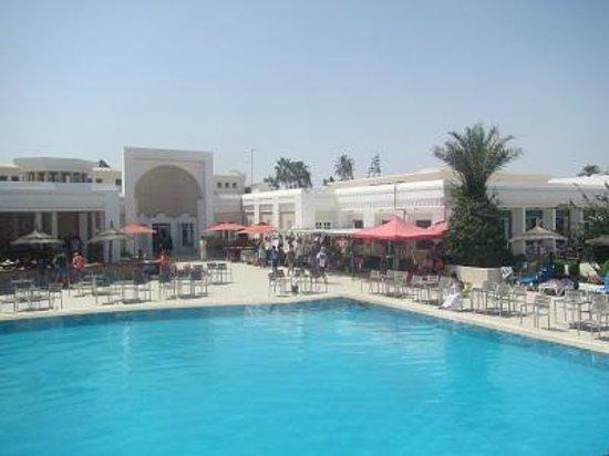 El Borj Hotel : veduta del bar della piscina e ristorante