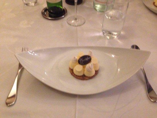 LA RAPIERE : Dessert lemon cake meringue