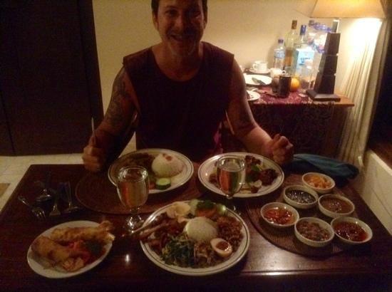 Laka Leke Restaurant: room service spread with amazing sambals!