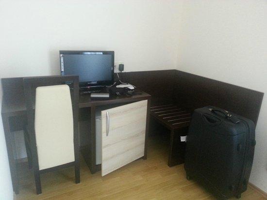 Orka Hotel : bureau/TV