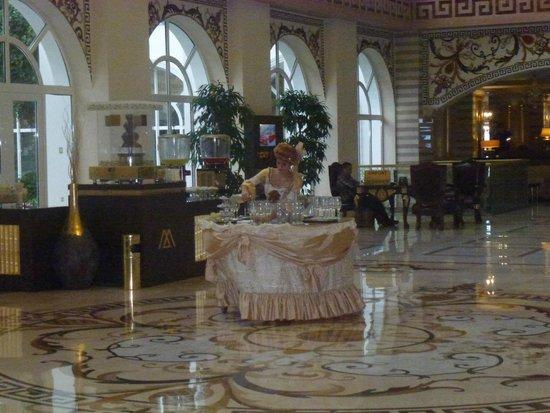 Amara Dolce Vita Luxury: Встречают при входе в отель