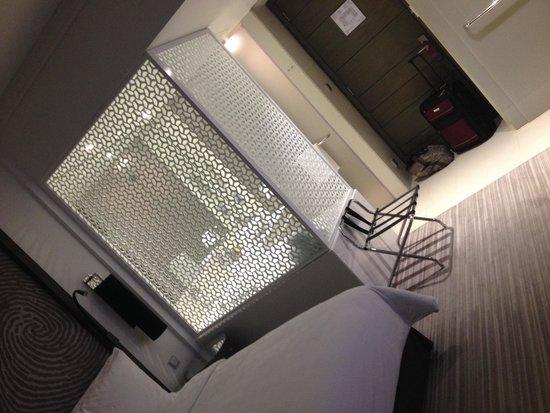 Vida Downtown Dubai: room/bath
