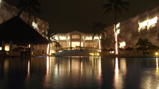 Marival Resort & Suites: Alberca Principal.