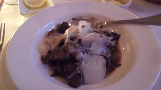 Joshua's : Mushroom Appetizer - promises more than it delivers