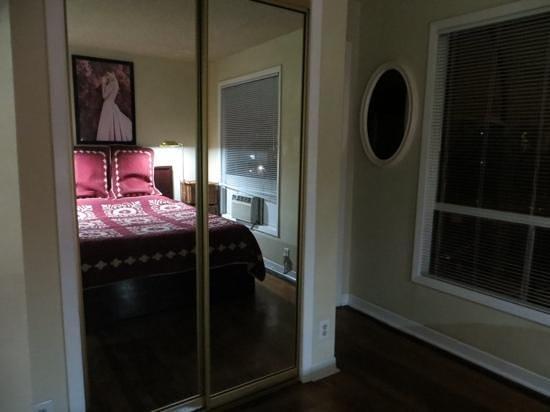 Essex Manor Hotel Apartments 사진