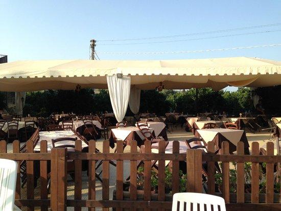 Il Giardino del Sole: Tavoli fuori