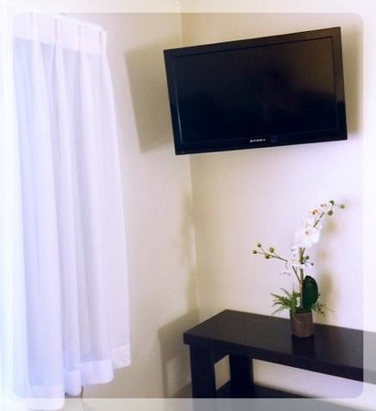 St. George Motor Inn: FLAT-SCREENED TELEVISIONS ARE STANDARD IN MOST ROOMS & ALL SUITES