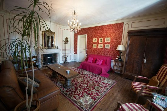 Logis Les Remparts -  Bed and Breakfast: The salon of The Suite Bourbesneur offers an open fireplace, ample seating and stylish period de