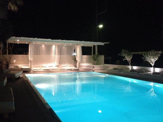 Bellonias Villas: Night time by the pool