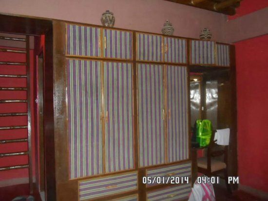 Coco Beach Island Resort : Inside the Heritage Room.. the cabinet