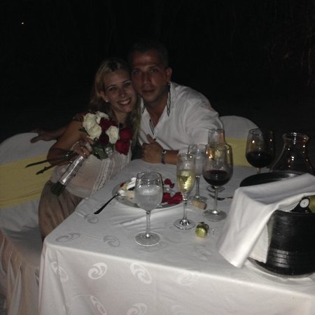 The Royal Suites Yucatan by Palladium: Cena romántica en la playa