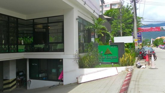 The Empire Residence Nimman : Front of hotel - looking into the restaurant