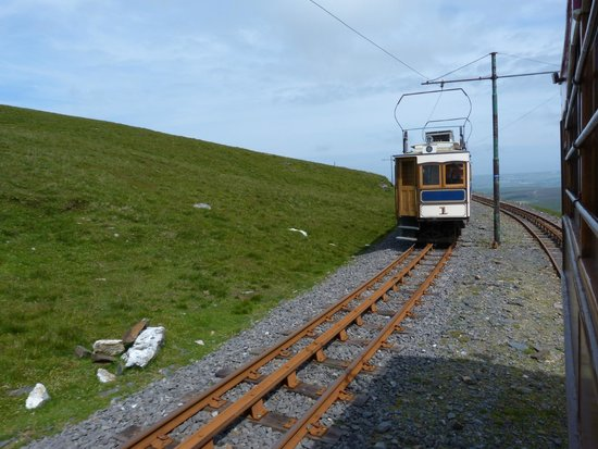 Manx Electric Railway: Passing train Snaefell