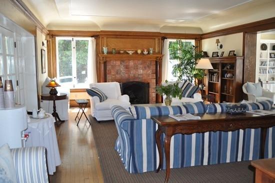 Channel Road Inn - A Four Sisters Inn : downstairs sitting room