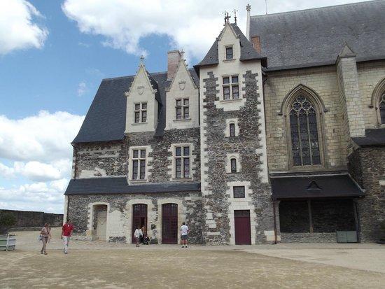 Castle of Angers: La parte degli appartamenti e la cappella