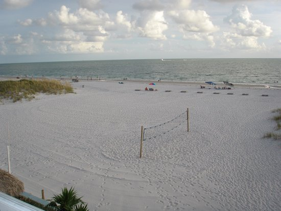Barefoot Beach Hotel: Adjacent beach area with volley ball net - WOW!