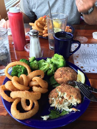 Sandbar & Grille: Crab cakes, onion rings & broccoli. Fried shrimp in background
