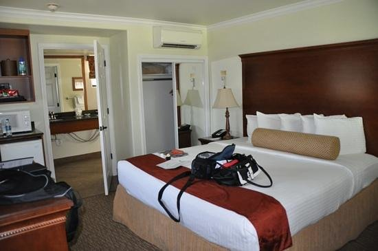Paso Robles Inn: good size room with king bed