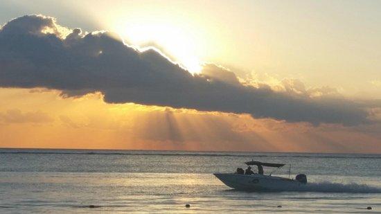 Trou aux Biches Beachcomber Golf Resort & Spa: sunset from restaurant