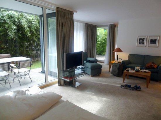 The Mandala Hotel: Partie salon de la chambre