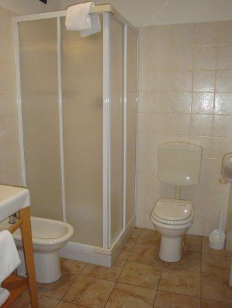 Hotel Dock Milano : salle de bains très propre