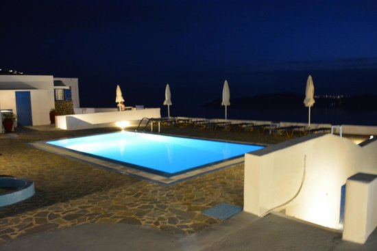 Gizis Exclusive: Night View of the Pool