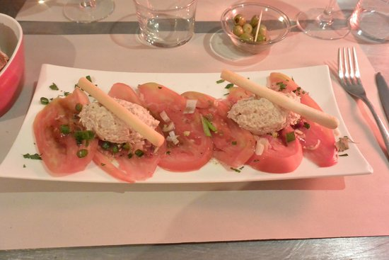 La Cuisine des Anges : starter : tomatoes 'old style' with tuna