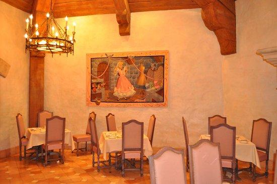 Auberge De Cendrillon: Vista del comedor