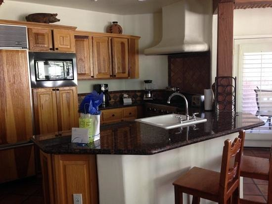 Rancho Manana Resort: Full kitchen with top of the range appliances