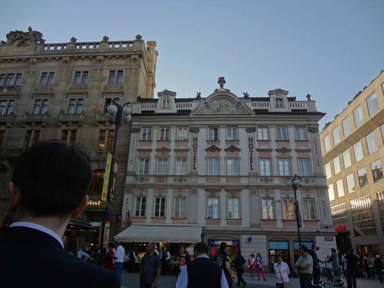 Prague Inn: visão do prédio