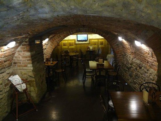 Prague Inn: área do café da manhã - vários cantos - muito autêntico -