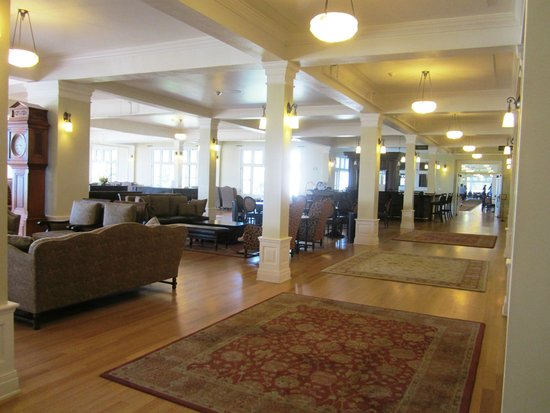 Lake Yellowstone Hotel and Cabins : Partial view of lobby