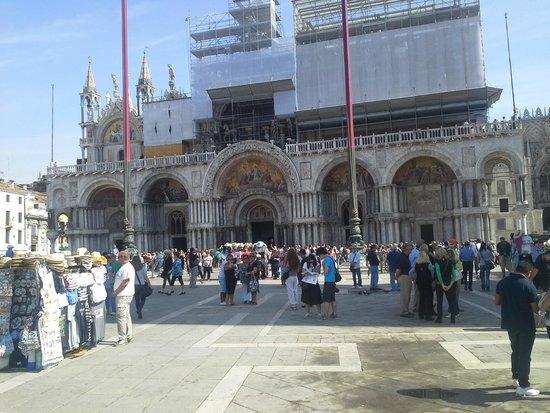 Basilica di San Marco: Fachada em restaurção